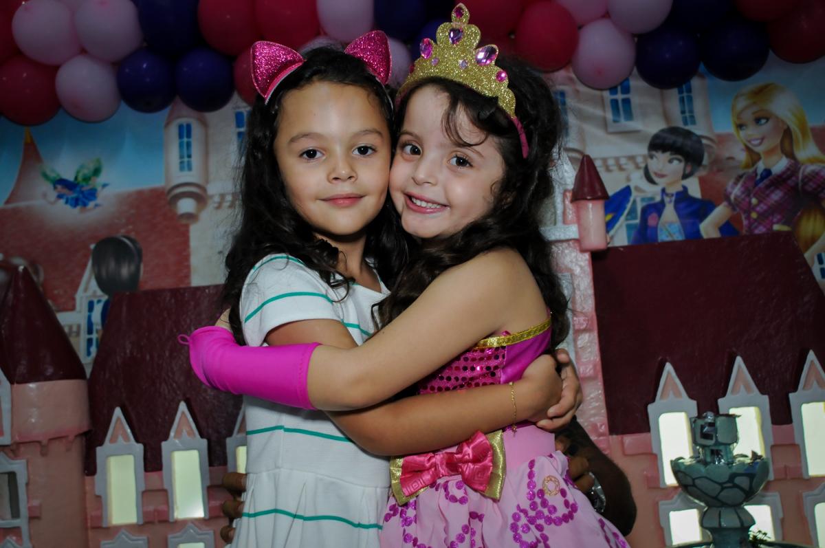 Fim de festa com a amiguinha no Buffet Gato Sapeca, Osasco, SP, festa de aniversário, Inês 5 anos, tema da festa princesas.