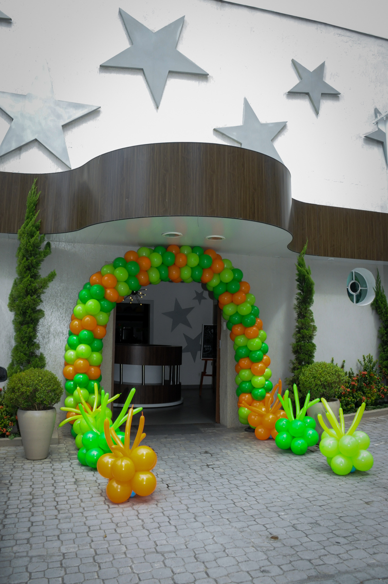 FestaInfantil, fotografia infantil aniversário de Rafael 3 anos tema da festa Dinossauros no Buffet Mago Ra Tim Boom, Saúde, SP