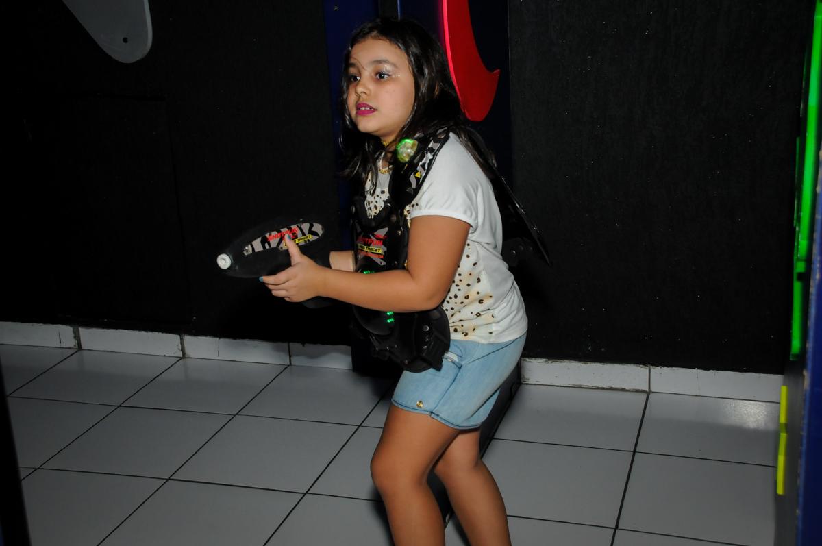 brincando na arena lazer na Festa infantil fotografia infantil aniversário de Arthur 10 anos e Marina 8 anos, buffet Magic Joy, Saude, SP, tema da festa cartoon