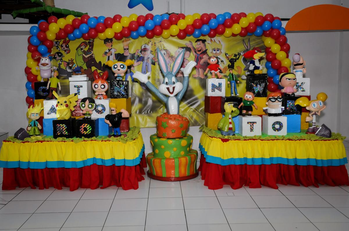 mesa decorada na Festa infantil fotografia infantil aniversário de Arthur 10 anos e Marina 8 anos, buffet Magic Joy, Saude, SP, tema da festa cartoon