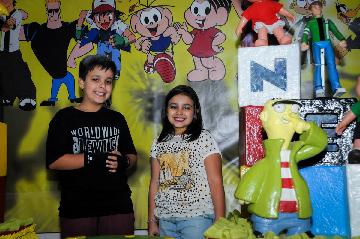 fotografia dos aniversariantes na Festa infantil fotografia infantil aniversário de Arthur 10 anos e Marina 8 anos, buffet Magic Joy, Saude, SP, tema da festa cartoon
