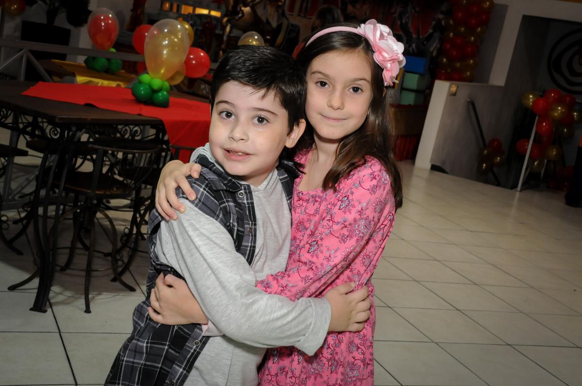 recebendo a amiga Buffet infantil  Fábrica da Alegria, osaco, SP, fotografia infantil do aniversário de Adrian 7 anos, tema da festa Iron Man