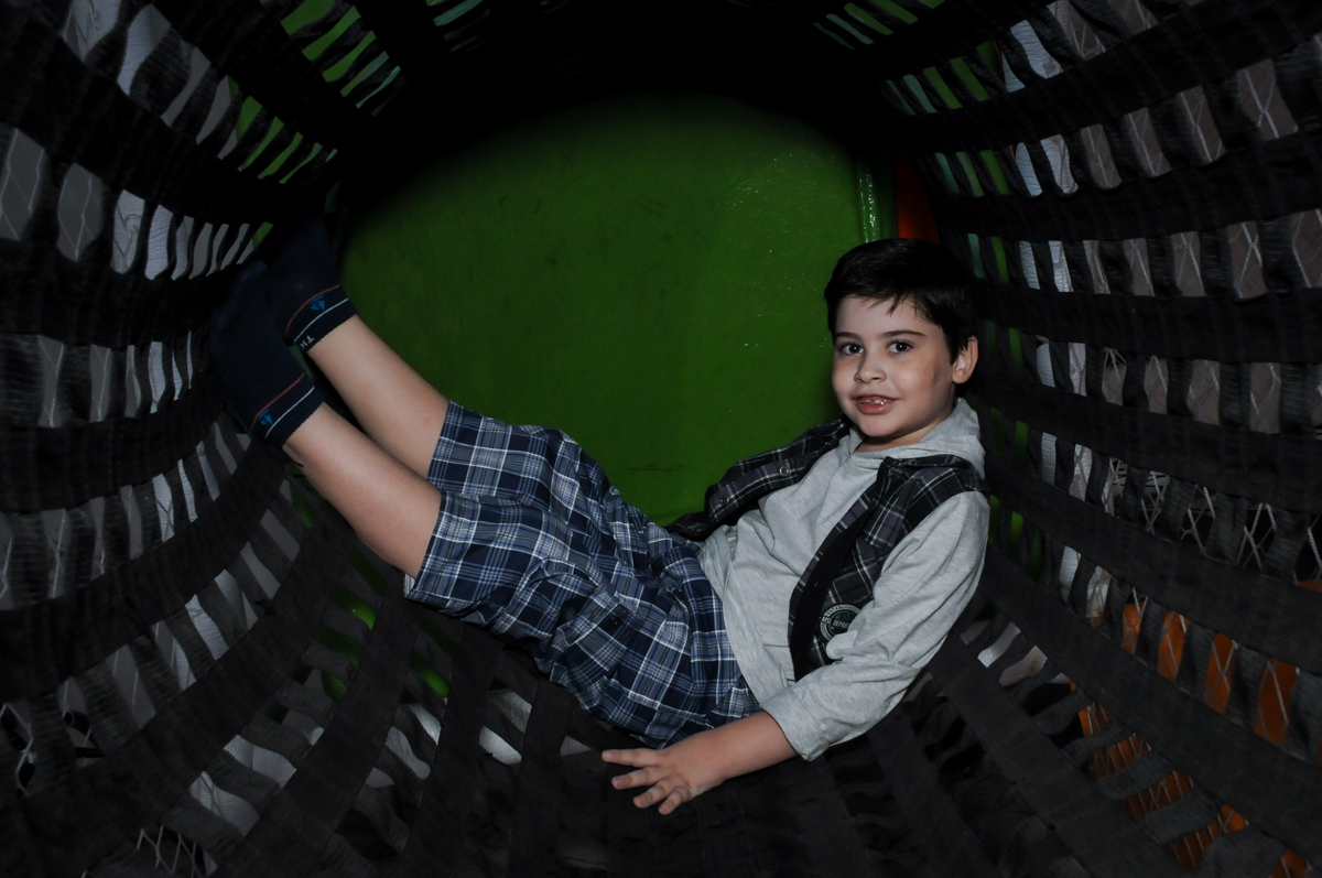 fotografia no brinquedão no Buffet infantil  Fábrica da Alegria, osaco, SP, fotografia infantil do aniversário de Adrian 7 anos, tema da festa Iron Man