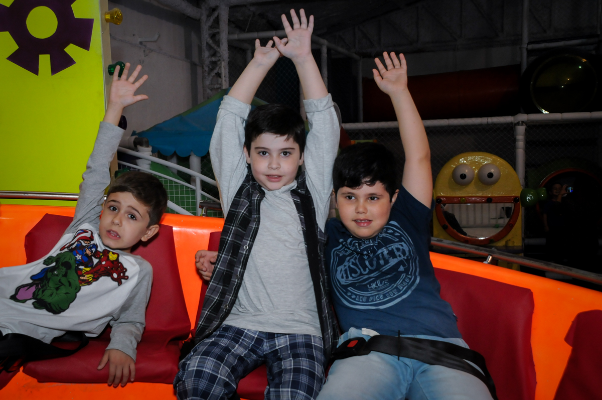 bagunça no labamba no Buffet infantil  Fábrica da Alegria, osaco, SP, fotografia infantil do aniversário de Adrian 7 anos, tema da festa Iron Man