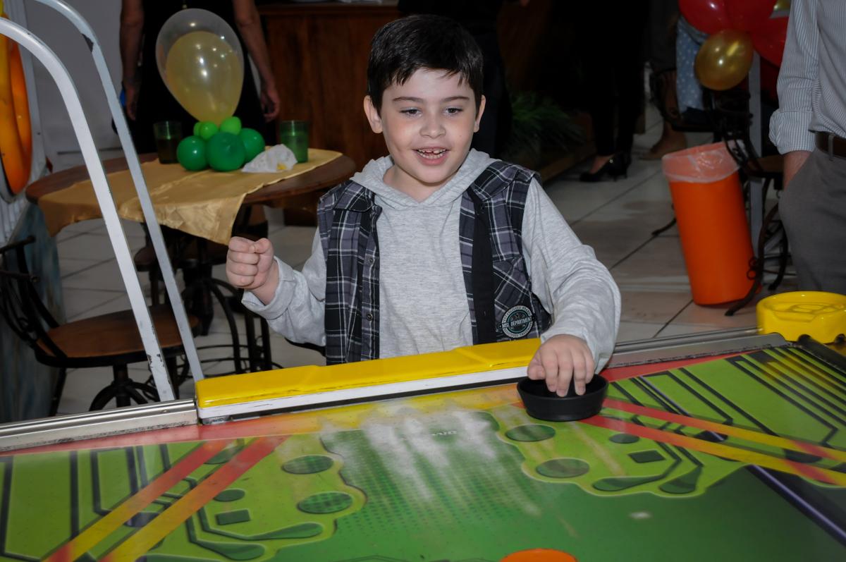 mais futebol no Buffet infantil  Fábrica da Alegria, osaco, SP, fotografia infantil do aniversário de Adrian 7 anos, tema da festa Iron Man