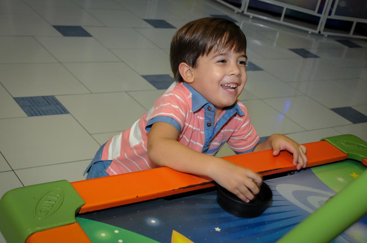 comemoração-de-gol-no-Buffet-max-mania-panambi-são-paulo-festa-infantil-aniversário-davi-5-anos-tema-da-festa-poken-mon