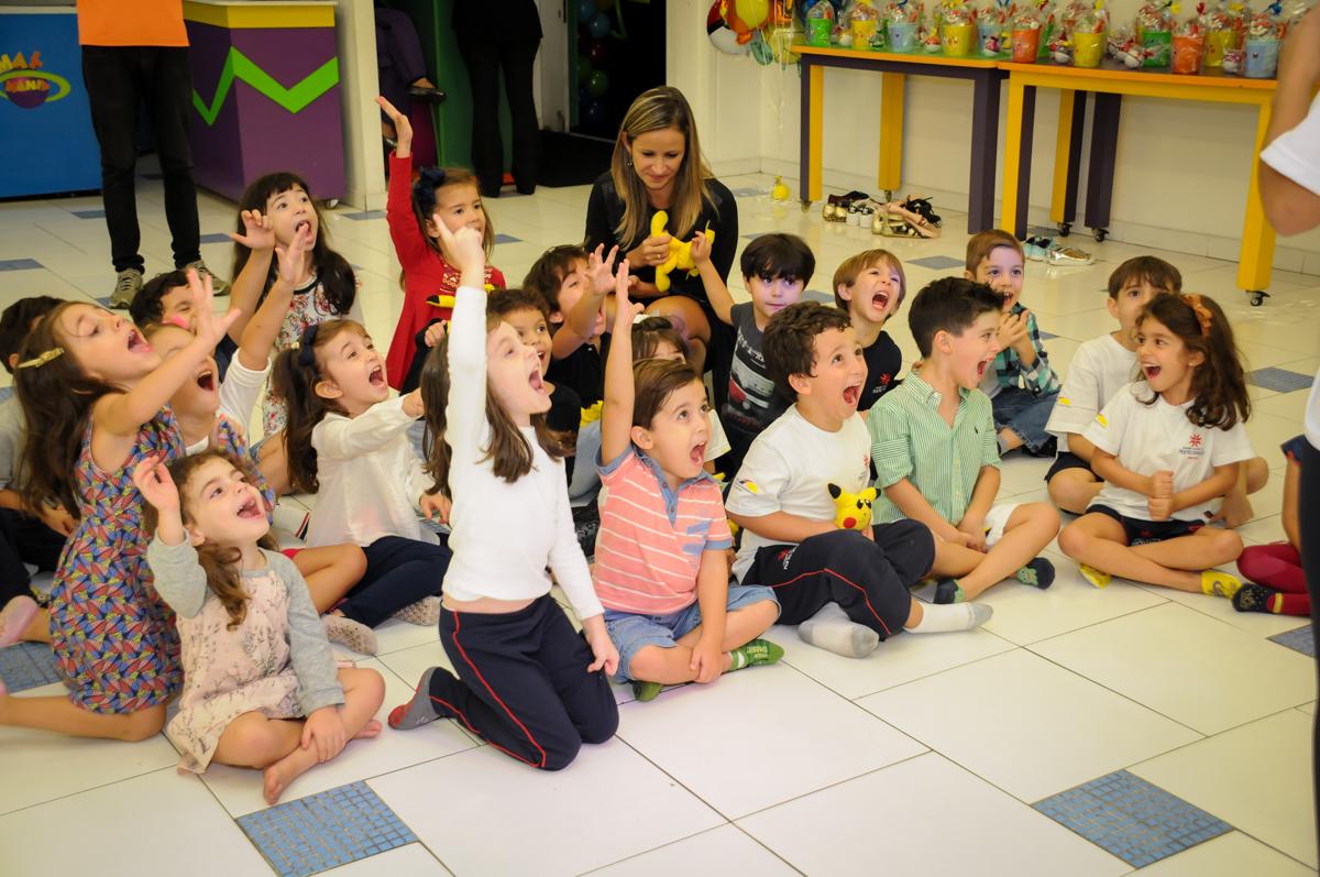 hora-do-show-no-Buffet-max-mania-panambi-são-paulo-festa-infantil-aniversário-davi-5-anos-tema-da-festa-poken-mon