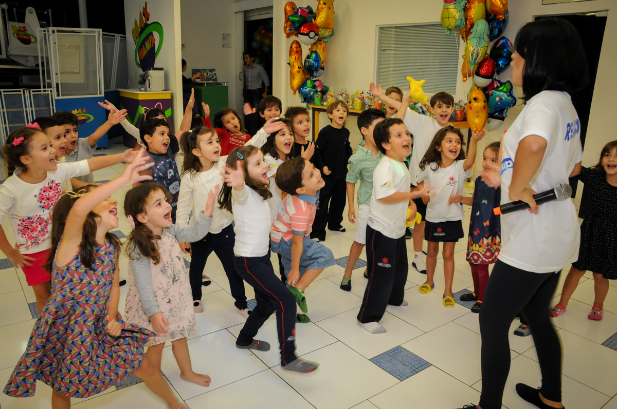 brincadeiras-divertidas-no-Buffet-max-mania-panambi-são-paulo-festa-infantil-aniversário-davi-5-anos-tema-da-festa-poken-mon