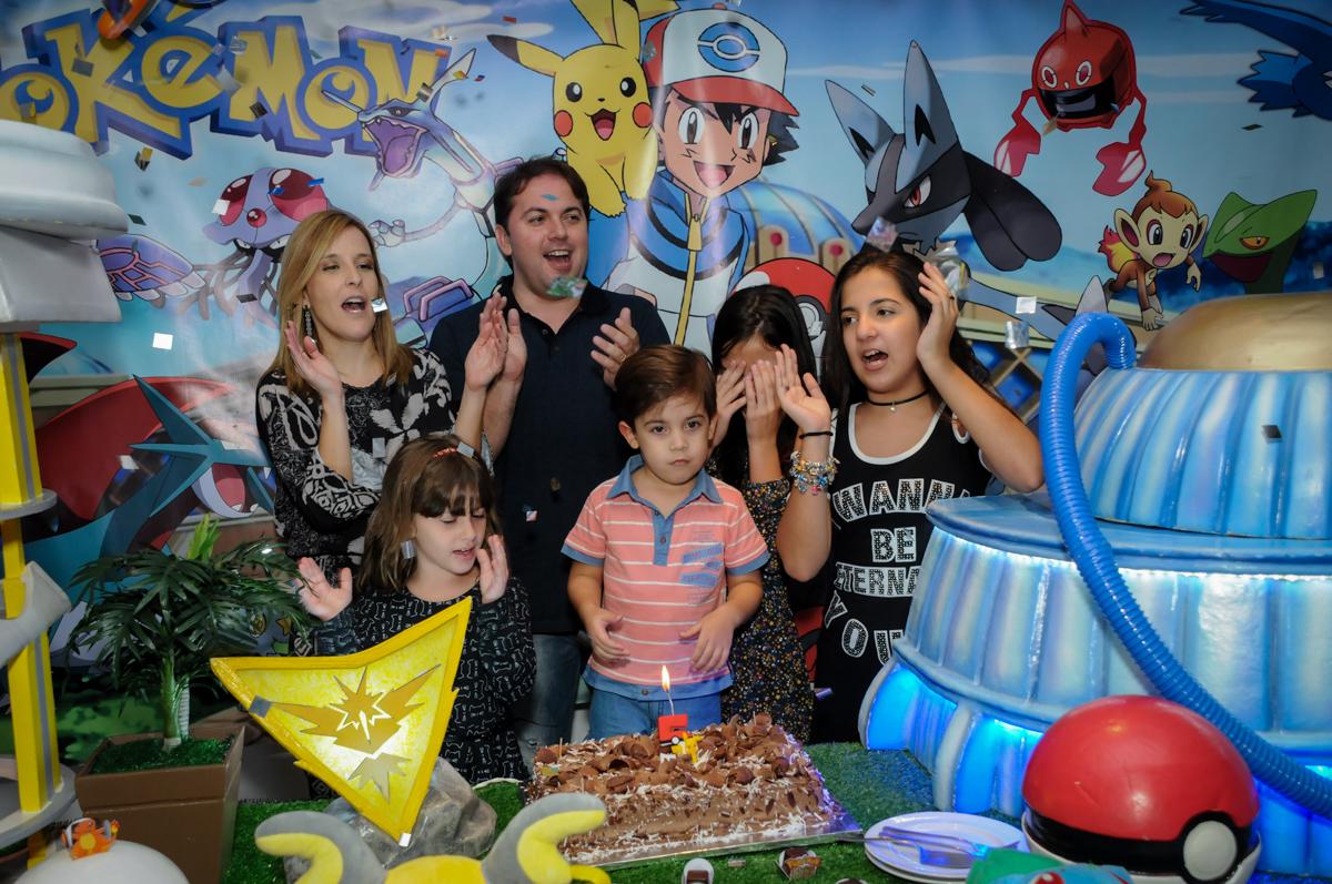 hora-do-parabéns-no-Buffet-max-mania-panambi-são-paulo-festa-infantil-aniversário-davi-5-anos-tema-da-festa-poken-mon