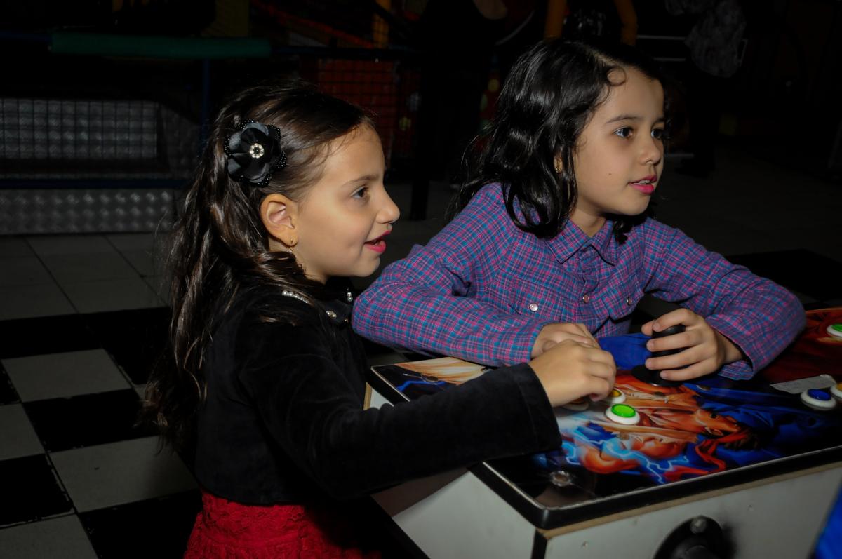 jogo-divertido-no-buffet-doce-mel-kids-fotografia-fimagem-infantil-aniversario-isabella-7-anos-tema-da-festa-lad-bug