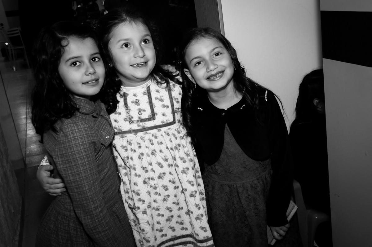 fotografia-com-amiga-no-buffet-doce-mel-kids-fotografia-fimagem-infantil-aniversario-isabella-7-anos-tema-da-festa-lad-bug