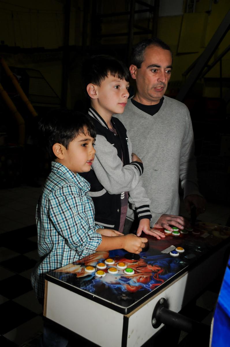 diversão-jogo-de-game-no-buffet-doce-mel-kids-fotografia-fimagem-infantil-aniversario-isabella-7-anos-tema-da-festa-lad-bug