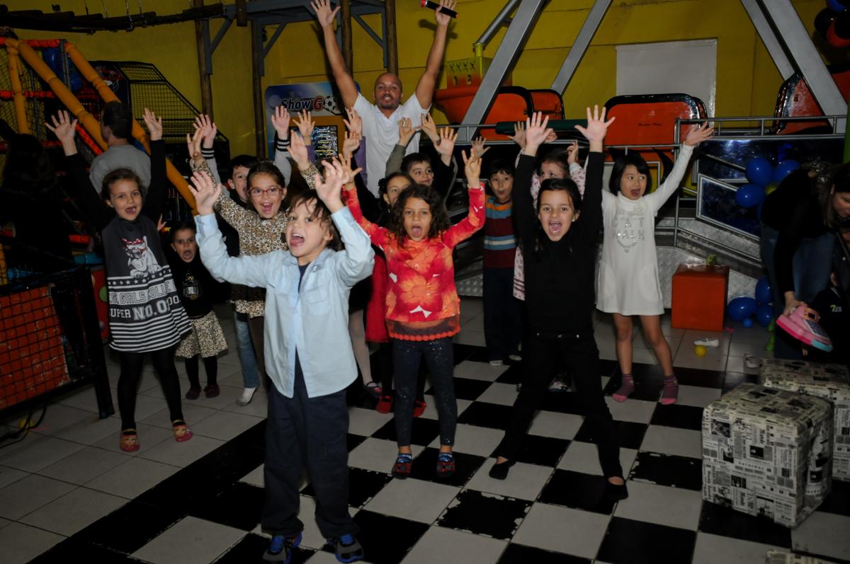show-animado-no-buffet-doce-mel-kids-fotografia-fimagem-infantil-aniversario-isabella-7-anos-tema-da-festa-lad-bug
