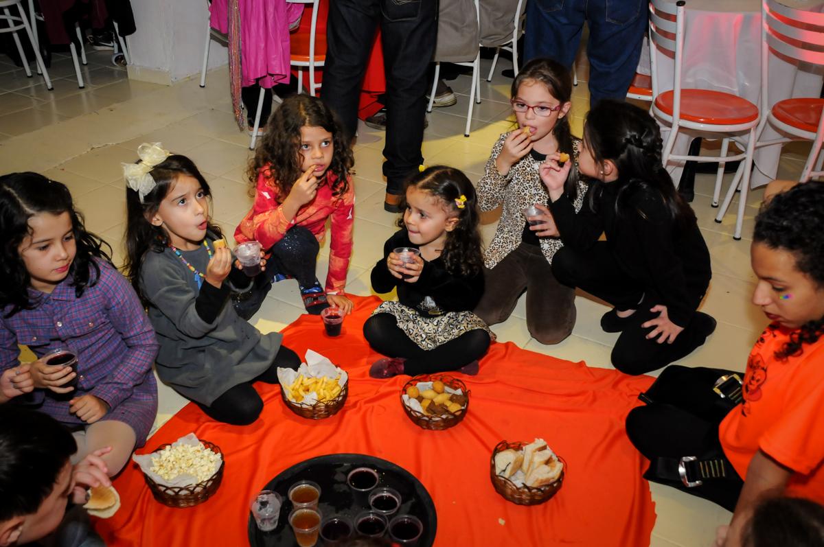 lanche-gostoso-no-buffet-doce-mel-kids-fotografia-fimagem-infantil-aniversario-isabella-7-anos-tema-da-festa-lad-bug