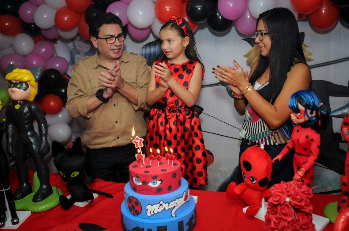 hora-do-parabéns-no-buffet-doce-mel-kids-fotografia-fimagem-infantil-aniversario-isabella-7-anos-tema-da-festa-lad-bug