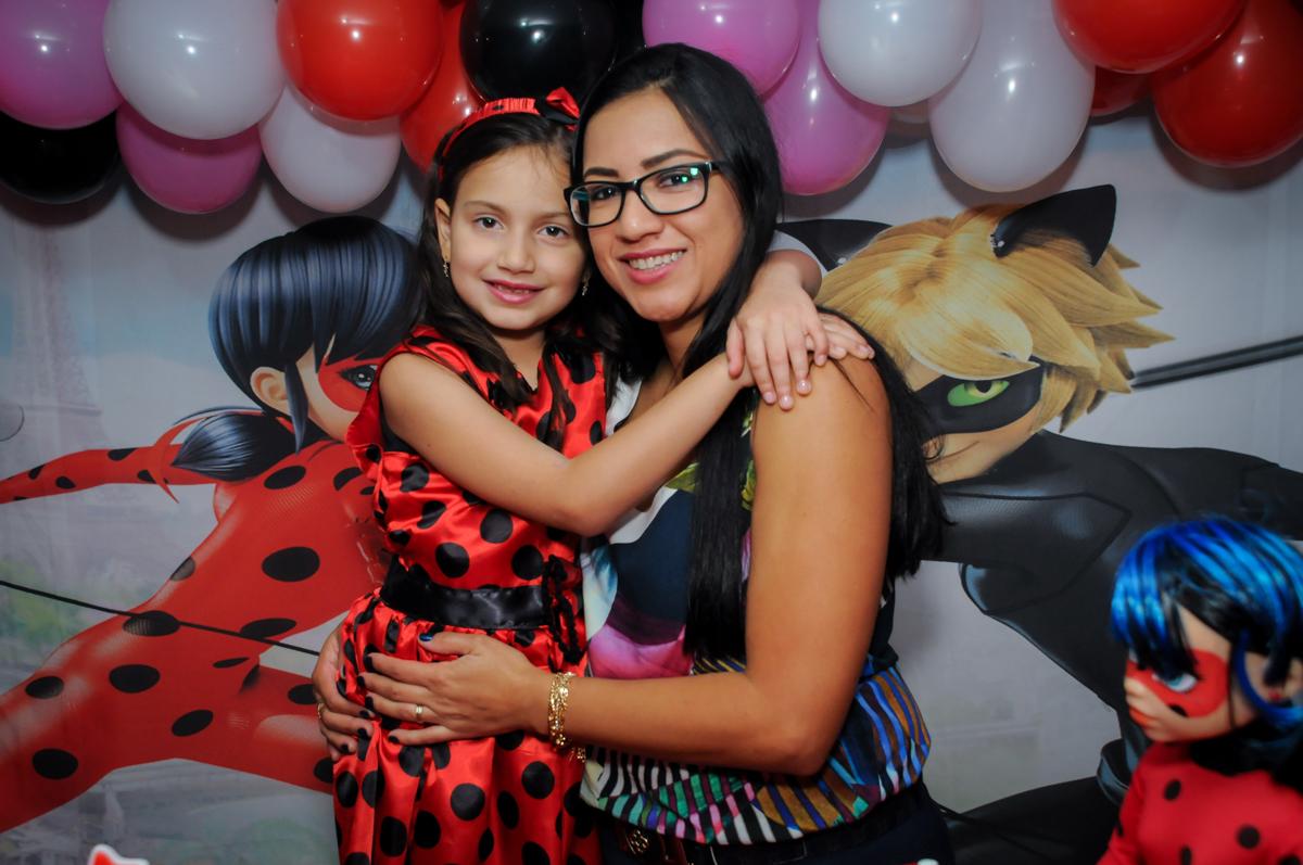final-da-festa-no-buffet-doce-mel-kids-fotografia-fimagem-infantil-aniversario-isabella-7-anos-tema-da-festa-lad-bug