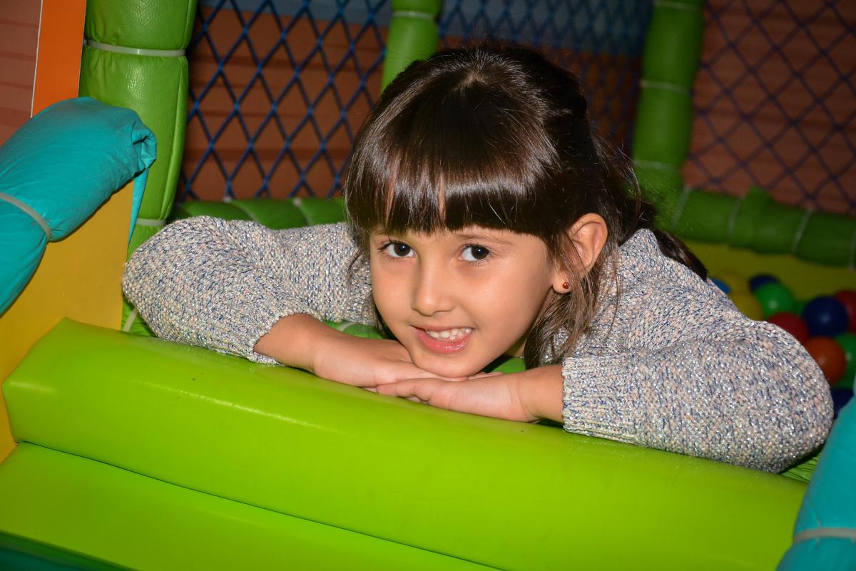 foto-close-da-aniversariante-no-buffet-magic-joy-saude-sao-paulo-sp-fotografia-infantil-aniversario-de-isadora-6-anos-tema-da-festa-rapunzel