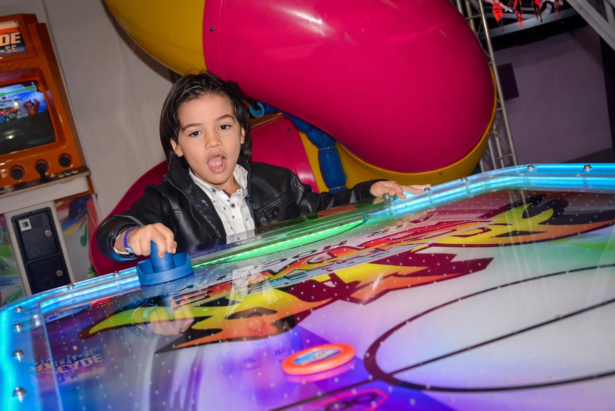 futebol-animado-no-buffet-magic-joy-saude-sao-paulo-sp-fotografia-infantil-aniversario-de-isadora-6-anos-tema-da-festa-rapunzel