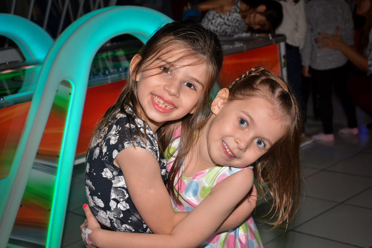 abraço-gostoso-nobuffet-magic-joy-saude-sao-paulo-sp-fotografia-infantil-aniversario-de-isadora-6-anos-tema-da-festa-rapunzel