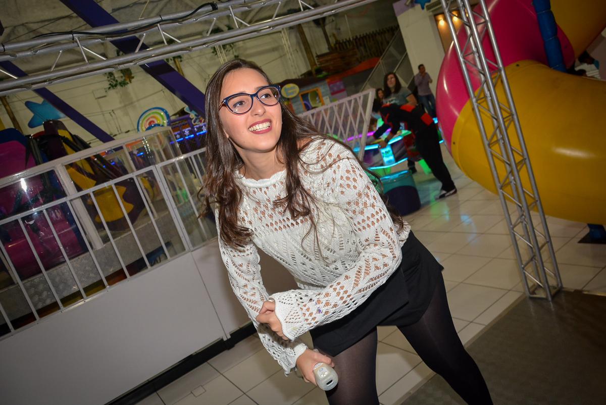 dançando-no-x-box-no-buffet-magic-joy-saude-sao-paulo-sp-fotografia-infantil-aniversario-de-isadora-6-anos-tema-da-festa-rapunzel