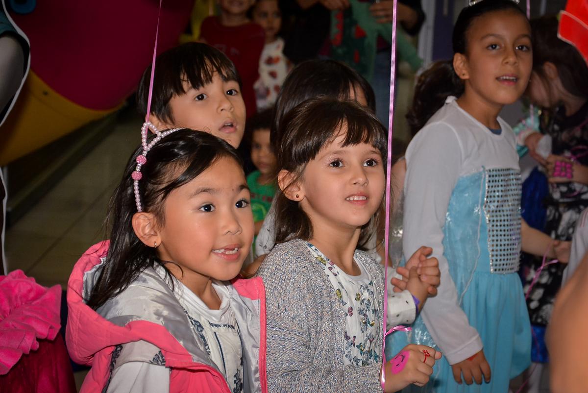 hora-do-show-no-buffet-magic-joy-saude-sao-paulo-sp-fotografia-infantil-aniversario-de-isadora-6-anos-tema-da-festa-rapunzel