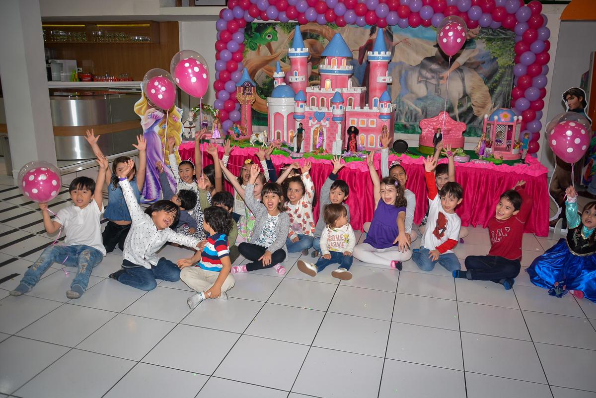 foto-animada-das-crianças-no-buffet-magic-joy-saude-sao-paulo-sp-fotografia-infantil-aniversario-de-isadora-6-anos-tema-da-festa-rapunzel