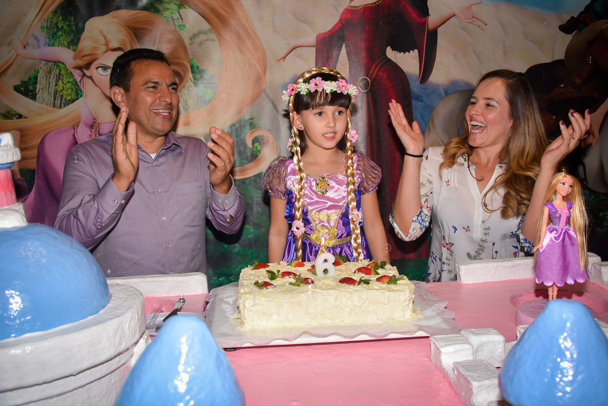 parabens-animado-nobuffet-magic-joy-saude-sao-paulo-sp-fotografia-infantil-aniversario-de-isadora-6-anos-tema-da-festa-rapunzel