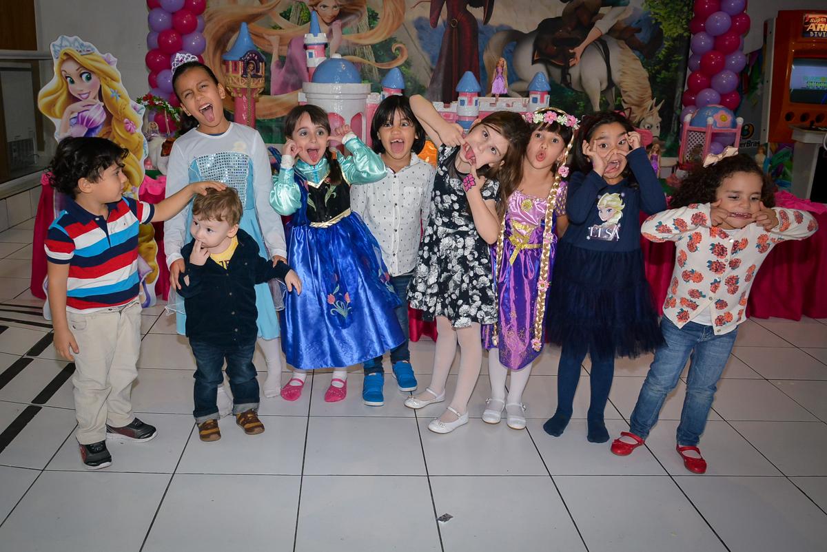 fotografia-de-caretas-no-buffet-magic-joy-saude-sao-paulo-sp-fotografia-infantil-aniversario-de-isadora-6-anos-tema-da-festa-rapunzel