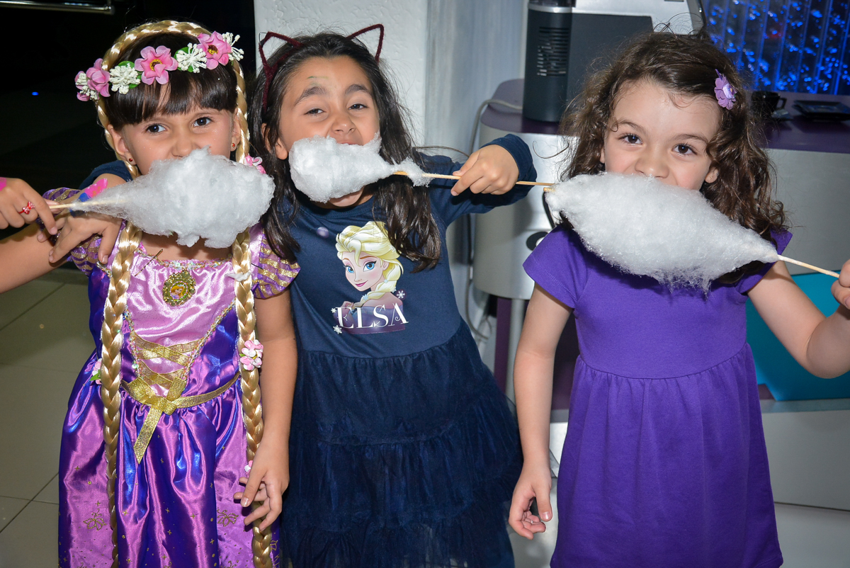 saboreando-algodao-doce-nobuffet-magic-joy-saude-sao-paulo-sp-fotografia-infantil-aniversario-de-isadora-6-anos-tema-da-festa-rapunzel