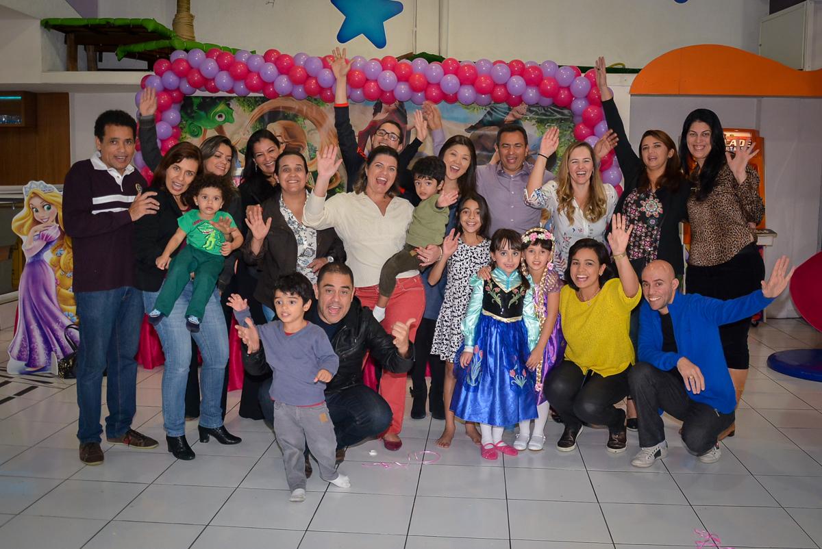 final-da-festa-no-buffet-magic-joy-saude-sao-paulo-sp-fotografia-infantil-aniversario-de-isadora-6-anos-tema-da-festa-rapunzel