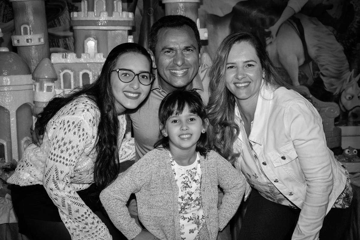 fotografia-da-familia-no-buffet-magic-joy-saude-sao-paulo-sp-fotografia-infantil-aniversario-de-isadora-6-anos-tema-da-festa-rapunzel