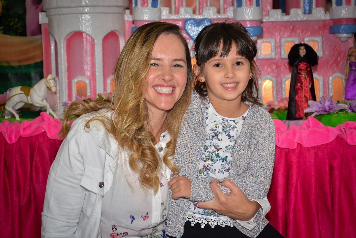 foto-mae-e-filha-no-buffet-magic-joy-saude-sao-paulo-sp-fotografia-infantil-aniversario-de-isadora-6-anos-tema-da-festa-rapunzel