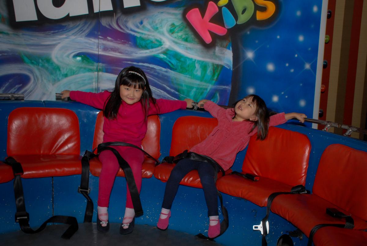 amigos-brincam-no-labamba-no-buffet-planeta-kids-lapa-são-paulo-sp-fotografia-filmagem-infantil-aniversário-rafael-7-anos-tema-da-festa-pokemon