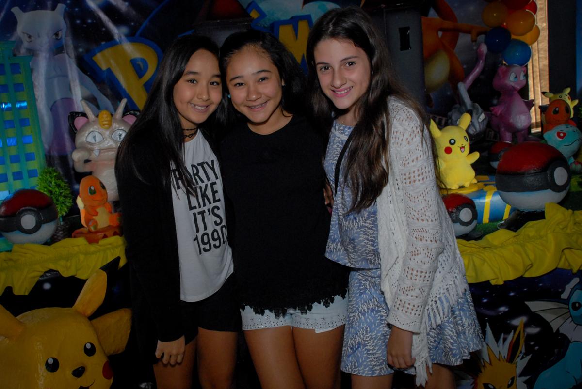 irmã-com-as-amigas-no-buffet-planeta-kids-lapa-são-paulo-sp-fotografia-filmagem-infantil-aniversário-rafael-7-anos-tema-da-festa-pokemon