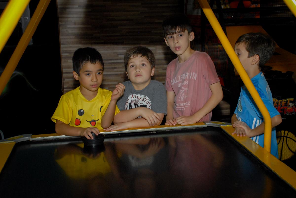 jogo-de-futebol-animado-no-buffet-planeta-kids-lapa-são-paulo-sp-fotografia-filmagem-infantil-aniversário-rafael-7-anos-tema-da-festa-pokemon