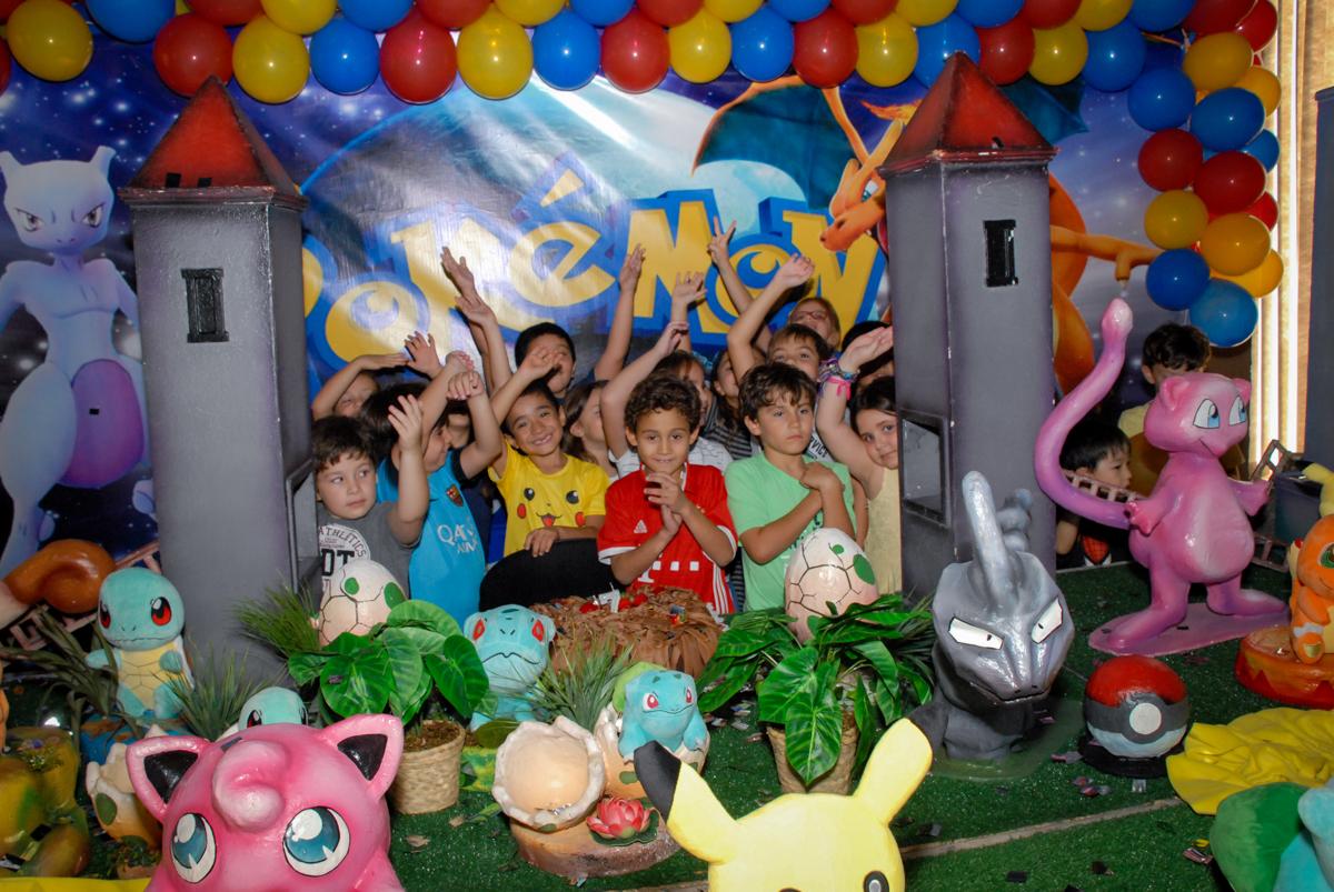 fotografia-dos-amigos-no-buffet-planeta-kids-lapa-são-paulo-sp-fotografia-filmagem-infantil-aniversário-rafael-7-anos-tema-da-festa-pokemon