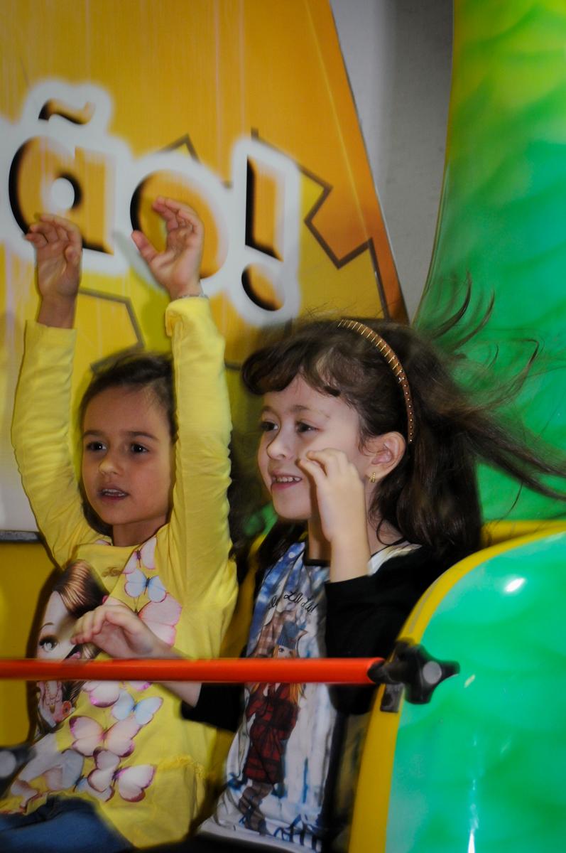 hora-de-curtir-no-barco-vick-no-buffet-fábrica-da-alegria-osasco-sáo-paulo-sp-fotografia-infantil-aniversário-de-ana-7-anos-tema-da-festa-a-bela-e-a-fera