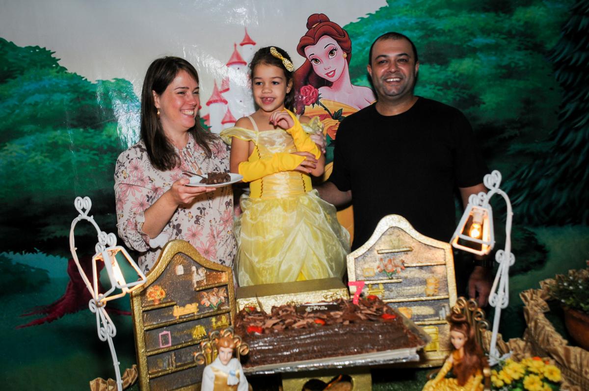 final-do-parabéns-no-buffet-fábrica-da-alegria-osasco-sáo-paulo-sp-fotografia-infantil-aniversário-de-ana-7-anos-tema-da-festa-a-bela-e-a-fera
