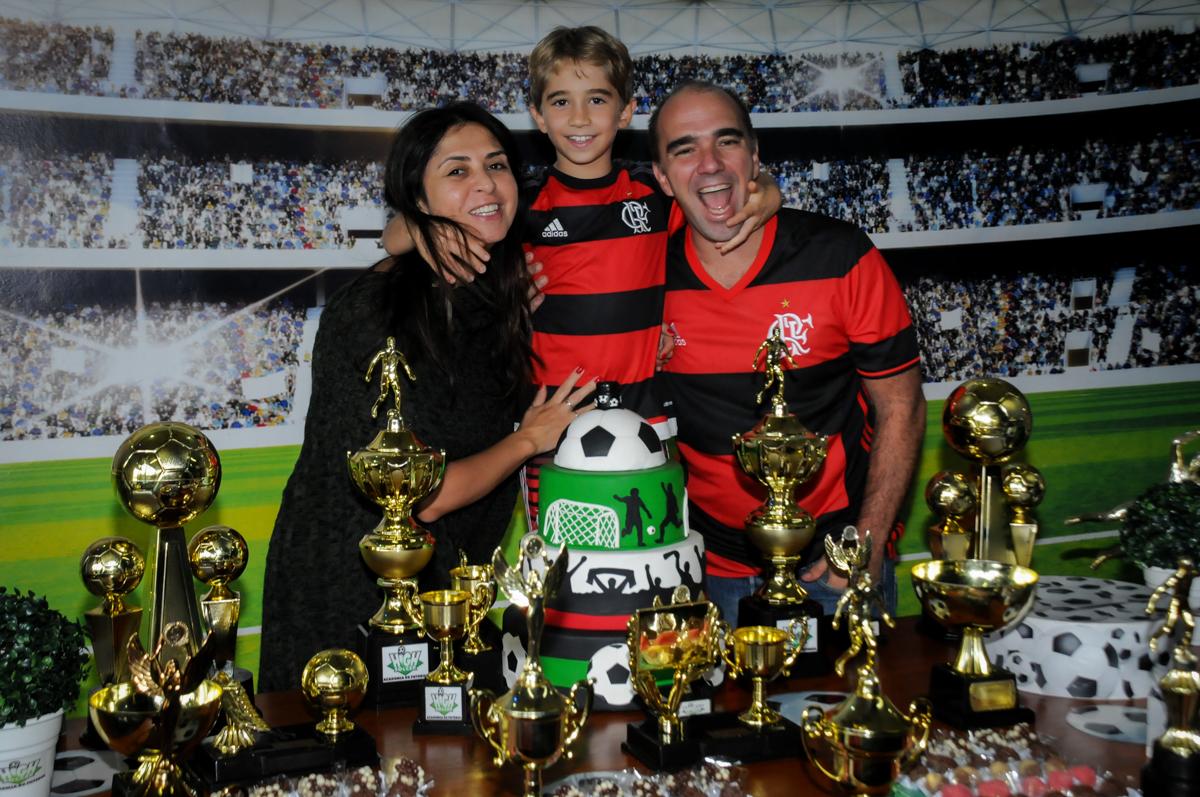 fotografia-com-os-pais-no-Buffet-High-Soccer-Morumbi-São-paulo-SP-festa-infantil-aniversário-de-Felipe-8-anos-tema-da-festa-futebo