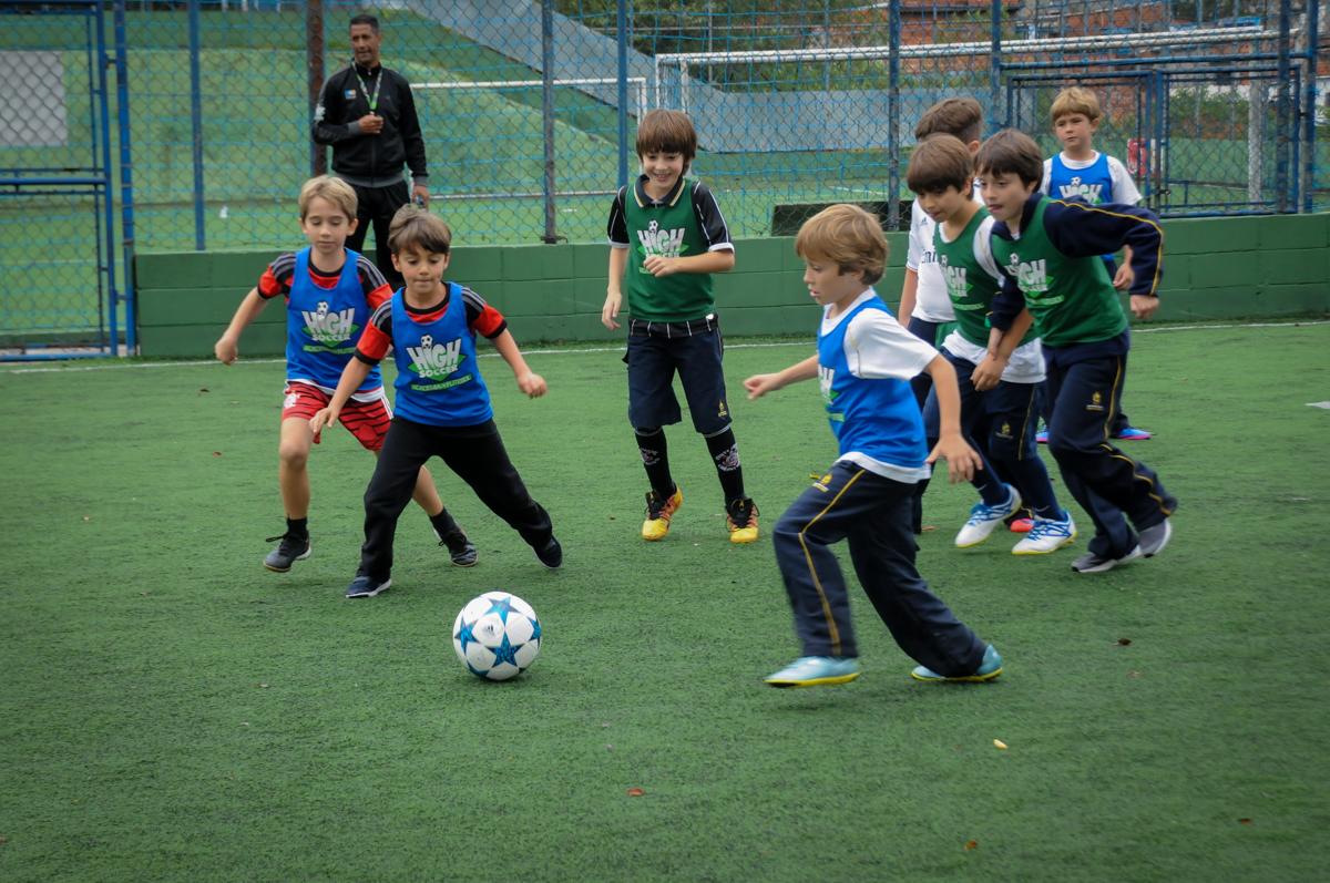 jogada-de-craque-no-Buffet-High-Soccer-Morumbi-São-paulo-SP-festa-infantil-aniversário-de-Felipe-8-anos-tema-da-festa-futebo