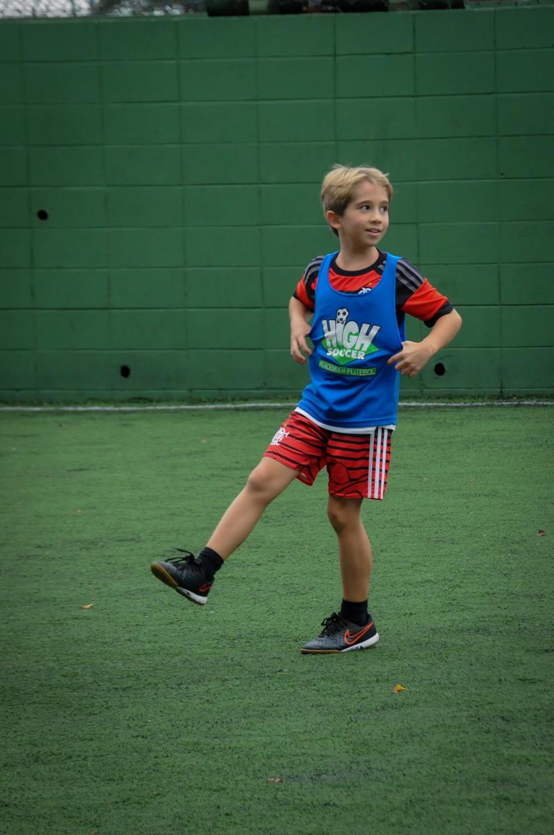fotografia-do-aniversariante-no-Buffet-High-Soccer-Morumbi-São-paulo-SP-festa-infantil-aniversário-de-Felipe-8-anos-tema-da-festa-futebo