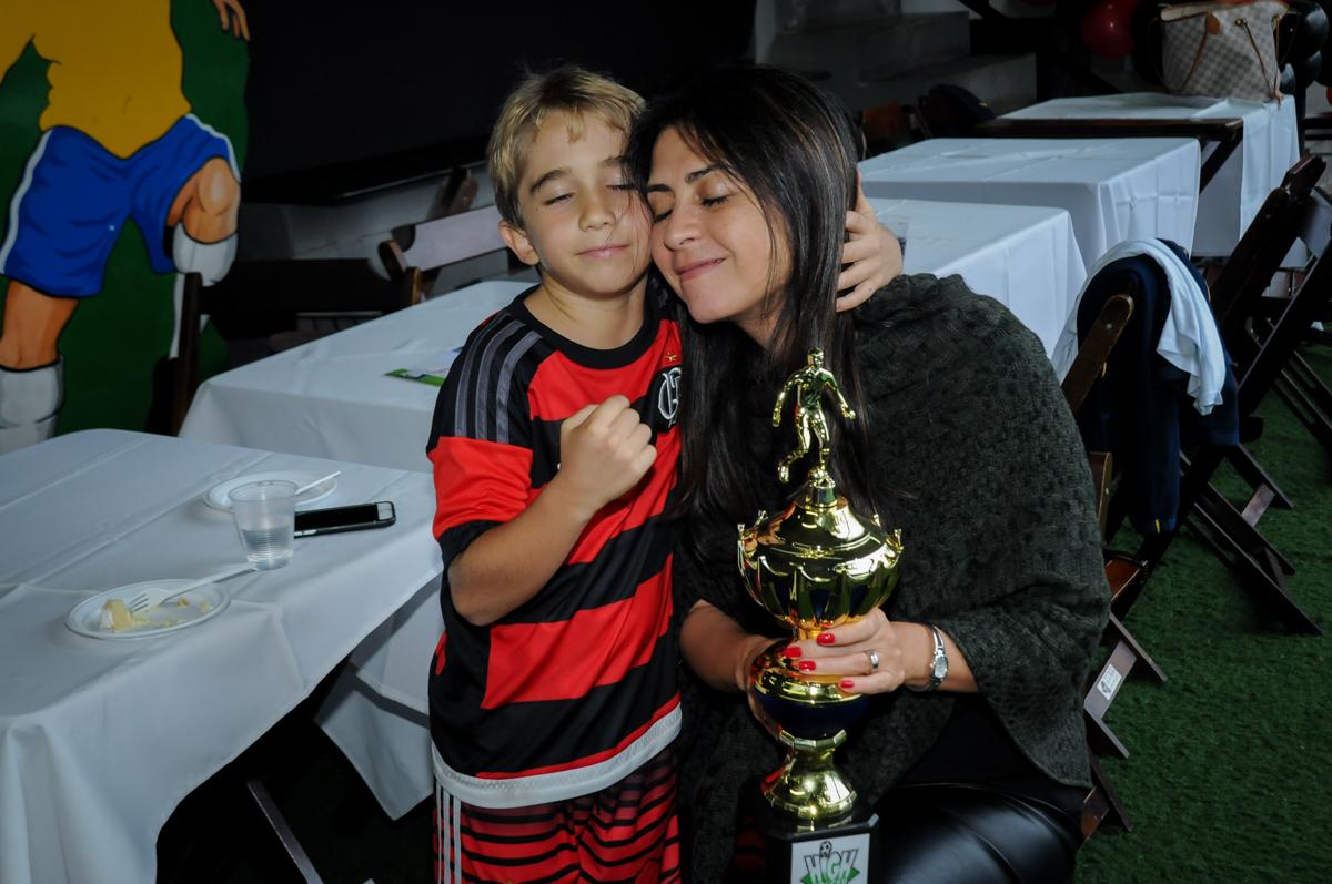 final-da-festa-com-muito-carinho-no-Buffet-High-Soccer-Morumbi-São-paulo-SP-festa-infantil-aniversário-de-Felipe-8-anos-tema-da-festa-futebo