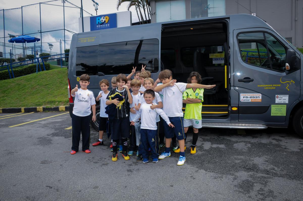 chegada-das-crianças-na-festa-no-Buffet-High-Soccer-Morumbi-São-paulo-SP-festa-infantil-aniversário-de-Felipe-8-anos-tema-da-festa-futebo