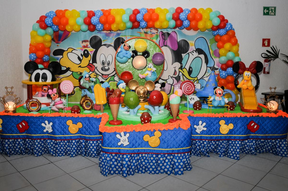 mesa-decorada-no-Buffet-fabrica-da-alegria-morumbi-são-paulo-sp-festa-infantil-aniversário-infantil-pedro-1-ano-tema-da-festa-turma-do-mickey