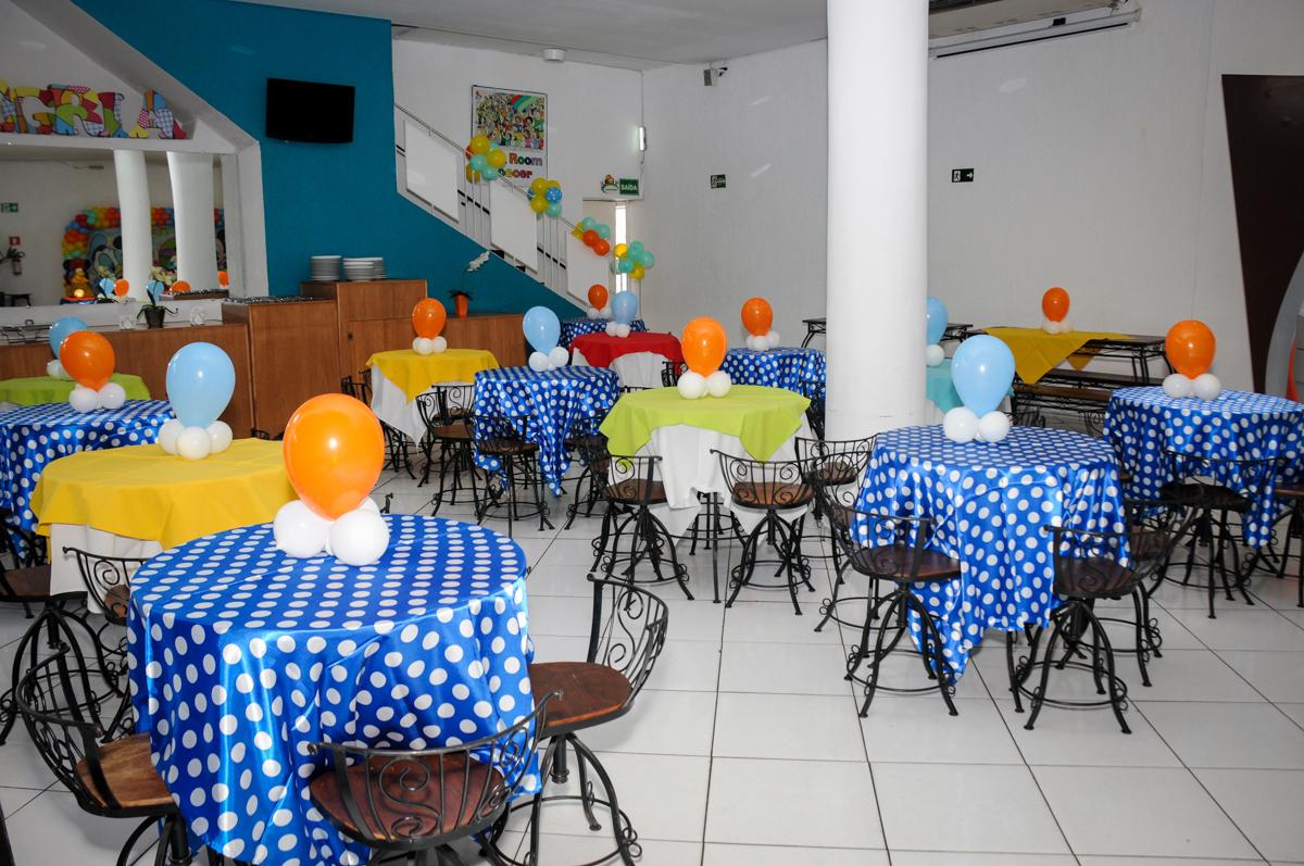 mesas-decoradas-com-bexigas-no-Buffet-fabrica-da-alegria-morumbi-são-paulo-sp-festa-infantil-aniversário-infantil-pedro-1-ano-tema-da-festa-turma-do-mickey