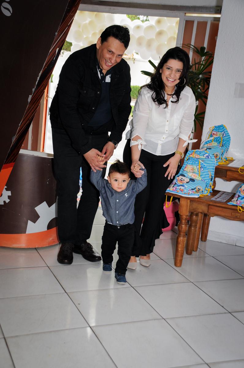 entrada-da-família-na-festa-no-Buffet-fabrica-da-alegria-morumbi-são-paulo-sp-festa-infantil-aniversário-infantil-pedro-1-ano-tema-da-festa-turma-do-mickey