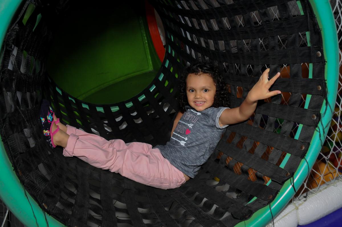 pose-para-foto-no-buffet-fábrica-da-alegria,osasco-sp-festa-infantil-aniversário-maria-fernanda-5-anos-tema-da-festa-princesas