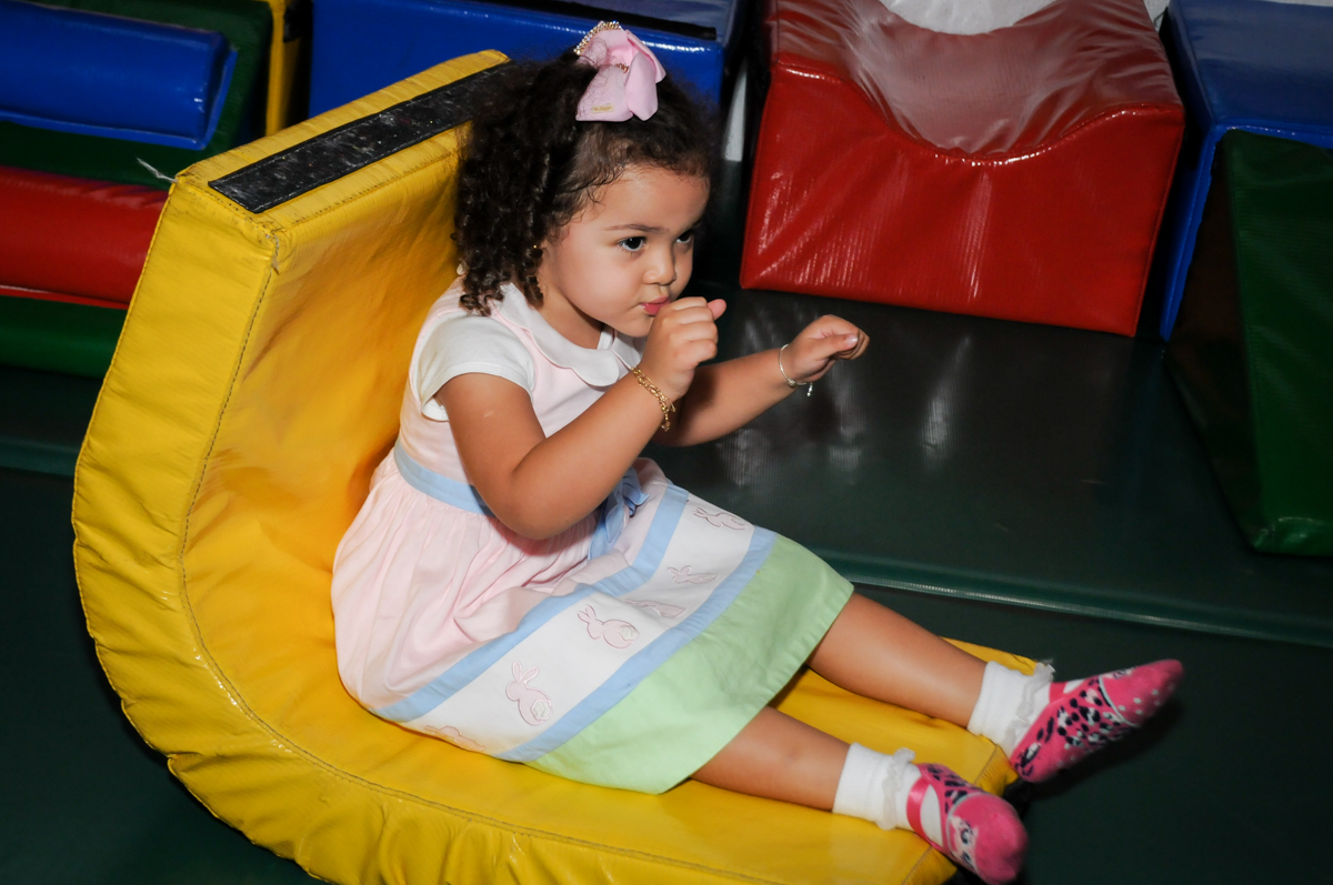 as-crianças-brincam-na-área-baby-no-buffet-fábrica-da-alegria,osasco-sp-festa-infantil-aniversário-maria-fernanda-5-anos-tema-da-festa-princesas
