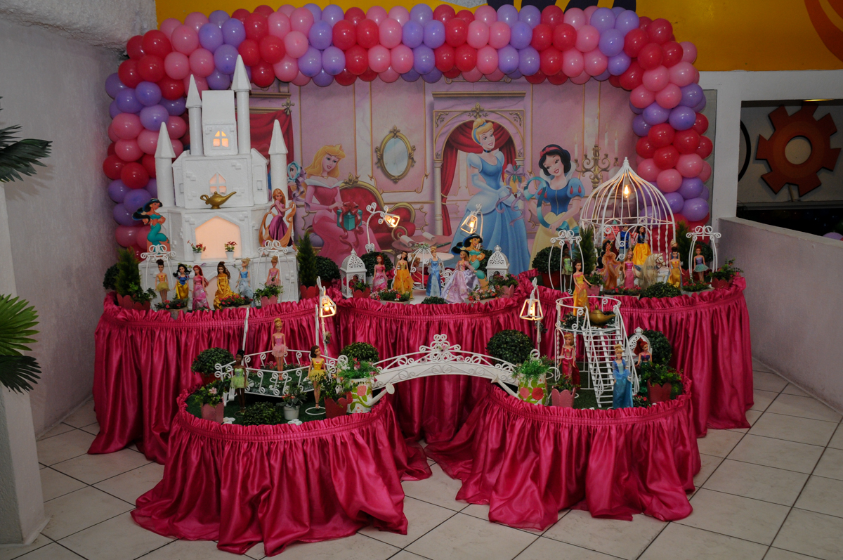 tema-da-mesa-nobuffet-fábrica-da-alegria,osasco-sp-festa-infantil-aniversário-maria-fernanda-5-anos-tema-da-festa-princesas