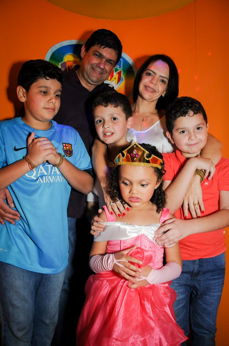 fotografia-na-maquina-do-parabéns-no-buffet-fábrica-da-alegria,osasco-sp-festa-infantil-aniversário-maria-fernanda-5-anos-tema-da-festa-princesas